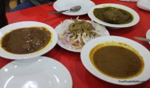 Mutton kofta, spinach chicken and chicken curry ,Onion with chutney at Kake Da Hotel
