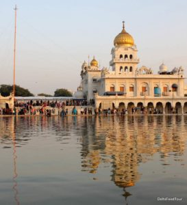 Bangla Sahib Gurudwara with reflection in water Bangla-Sahib-Gurudwara . Indian food tour in Delhi